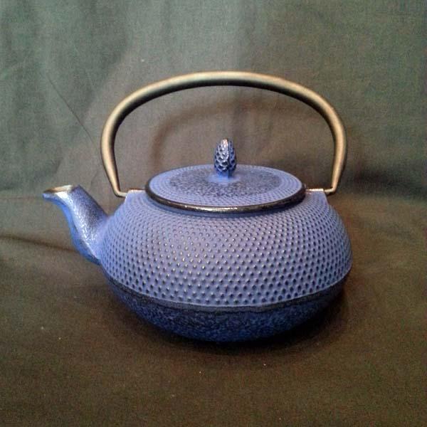teekanne gusseisen arar knospe blau tea room teekult winterthur. Black Bedroom Furniture Sets. Home Design Ideas