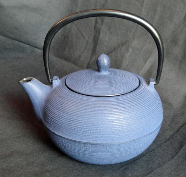 teekanne gusseisen itome 0 7l blau tea room teekult winterthur. Black Bedroom Furniture Sets. Home Design Ideas